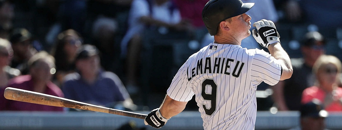 DJ LeMahieu at bat